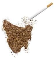 Zigarette und Tabak in Tasmanienform (Serie) foto