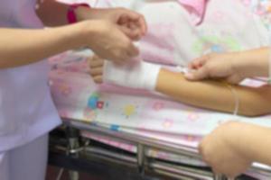 Hintergrundunschärfe von Krankenschwestern sind für Patienten durch Bereitstellung foto