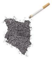 Asche in Form von Kenia und einer Zigarette. (Serie) foto