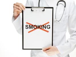 Arzt verbietet das Rauchen foto