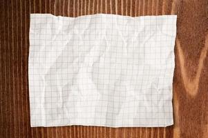 Papier zerknittert
