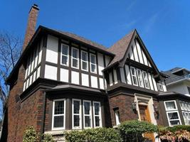 Nahaufnahme des Hauses im Tudorstil foto