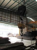 Maschine im Stahllager