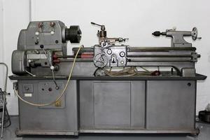 Drehmaschine in einer Werkstatt foto