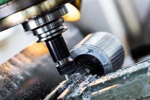 Bohrmaschine in Fabrikwerkstatt foto