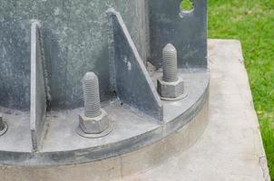 Schraubbefestigung Strommasten foto