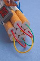 Dynamit-Zeitbombe aus Zigaretten foto