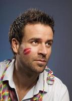männliche Schönheit mit Lippenstiftkuss foto