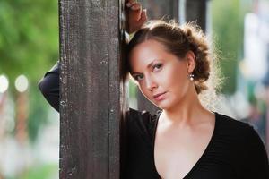 Frau auf der Veranda foto