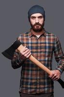 selbstbewusster Holzfäller. foto