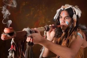 Indianer mit Friedenspfeife