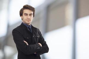 Porträt des jungen Geschäftsmannes foto