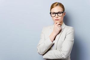 nachdenkliche Geschäftsfrau. foto