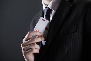Geschäftsmann mit Ass-Karte foto