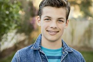 lächelnder Teenager foto
