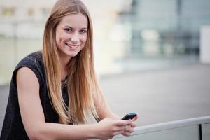 Teenager-Mädchen mit Smartphone
