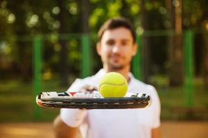 Konzept für männliche Tennisspieler foto