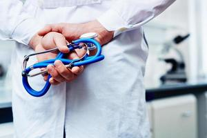 Stethoskop in Händen foto