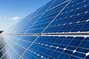 Installation von Sonnenkollektoren foto