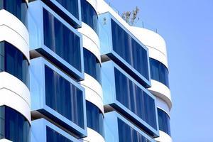 modernes Geschäftsschild und Gebäude foto