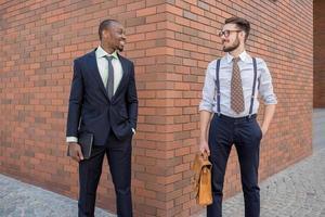 Porträt eines multiethnischen Geschäftsteams foto