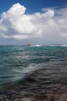 Sturmfront im Meer. Anse Gourde, Guadeloupe foto