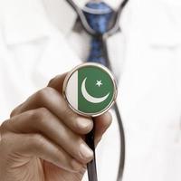 Stethoskop mit Nationalflaggen-Konzeptreihe - Pakistan foto