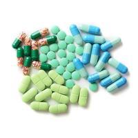 Pillen isoliert auf weißem Hintergrund foto