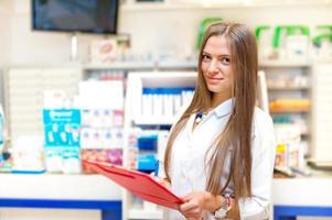 Porträt des blonden Apothekers oder Gesundheitspersonals