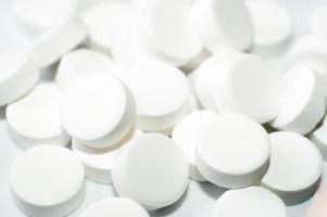 bunte Tabletten mit Kapseln foto