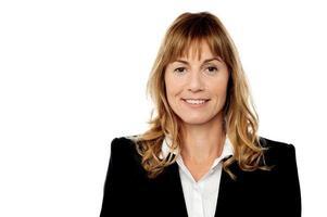 Firmenfrauenporträt, lokalisiert auf Weiß foto