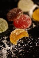 Süßigkeiten, Dessert und süßes Essen bei einer Firmenveranstaltung foto