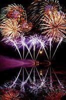Streifen von blauem Feuerwerk foto