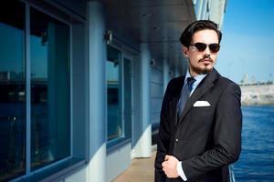 Konzept für jungen modernen Geschäftsmann foto