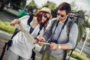 Touristenpaar Sightseeing Stadt foto