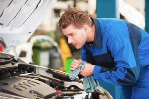 Mechaniker bei der Arbeit. foto