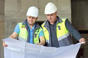 Bauingenieure auf der Baustelle
