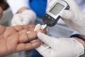 Messung des Blutzuckers foto