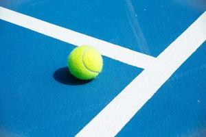 blaue und grüne Tennisplatzoberfläche foto