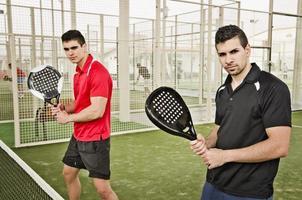 Paddle-Tennis-Spieler bereit für das Spiel foto