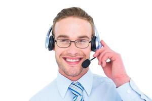lächelnder Geschäftsmann mit dem Headset, das interagiert foto
