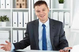 freudiger Geschäftsmann foto
