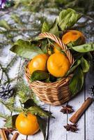 Neujahrskomposition mit Mandarinen