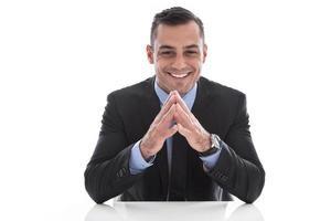 isolierter glücklicher hübscher Geschäftsmann in Anzug und Krawatte.