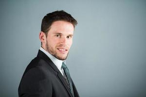 hübscher junger leitender Geschäftsmann foto