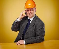 Ingenieur im Büro foto