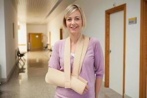 Patient mit gebrochenem Arm foto