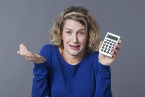 junge Frauen mit finanziellen Problemen foto