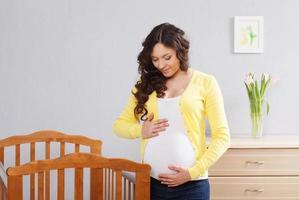 glückliche schwangere Frau foto