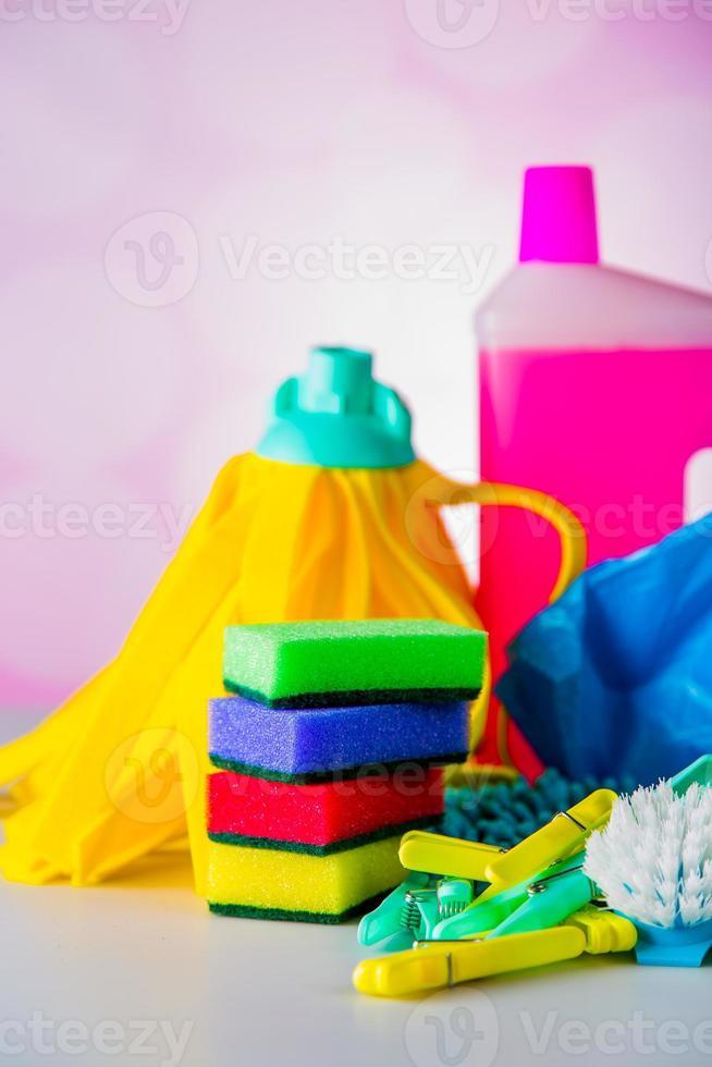 rengöringskoncept på mättad ljus bakgrund foto